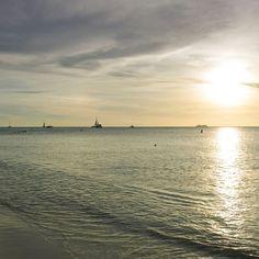 Os inesquecíveis #ArubaSunset de #PalmBeach é impossível deixar de fotografar cada #PorDoSol de #Aruba Todos os dias na #OneHappyIsland terminam de forma incrível e indiscritível  - - - - - - - - - - - - - - - - #HolidayInnAruba #holidayinn #JoyofTravel #holidayinnresort #OneHappyIsland #sunset #arubabeach #arubalife #arubabonbini #arubaisland #arubatourism #arubaonehappyisland #FelizEmAruba #DescubreAruba #ilovearuba #aftcomunicacao #sunsets #sunset_vision #aruba_br #ComerDormirViajar…