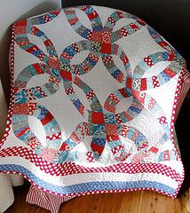 pickle dish baby cot #quilt - I'm not usually a fan of double wedding ring quilts, but I especially like this one.