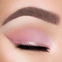 Makeup Tips for Brown Eyes: Highlight their Soulfulness Try soft pink eyeshadow and a pink eyeliner for the most romantic cat eye. Try soft pink eyeshadow and a pink eyeliner for the most romantic cat eye. Rosa Eyeliner, Pink Eyeliner, Pink Eyeshadow, Makeup Eyeshadow, Makeup Contouring, Eyeliner Pencil, Eyeliner Ideas, Metallic Eyeliner, Apply Eyeliner