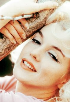 """""""I want to grow old without facelifts… I want to have the courage to be loyal to the face I`ve made."""" - Marilyn Monroe"""""""