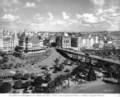 1927 - The Anhangabaú garden and the old Viaduto do Chá steel structure, with the Palacetes Prates buildings on each side fof the bridge. Both were later later brought to the ground where now stand the city hall in the Matarazzo building