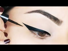 Whether you prefer pencil, gel, or liquid liner, we're teaching you how to make your eyes pop with these simple eyeliner hacks for beginners! How To Apply Blusher, How To Apply Eyeliner, Simple Eyeliner, Perfect Eyeliner, Winged Eyeliner Tutorial, Winged Liner, Eyeliner Styles, Eyeliner Hacks, Makeup Tips