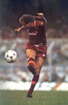 Falcao    Roma Football Jerseys, Football Players, Sport Inspiration, As Roma, Soccer Ball, Vintage Photos, Running, History, Kitsch