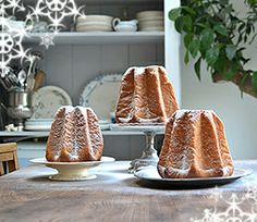 Perfect Pandoro Recipe - Pandoro is the most glorious Christmas speciality from the Italian city of Verona. This rich, sweet, fragrant bread is fairy light, golden in colour and sweetly scented with orange essence. Christmas Cooking, Christmas Desserts, Christmas Treats, Christmas Kitchen, Christmas Cakes, Christmas Drinks, Christmas Christmas, Christmas Photos, Torta Zebra