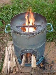 Rocket stove. Bouteille de gaz.