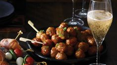 Change the traditional meatballs preparing this delicious sweet & sour pineapple version Pineapple Sauce, White Wine Vinegar, Bread Crumbs, Kung Pao Chicken, Ground Beef, Barbecue, Entrees, Appetizers, Stuffed Peppers