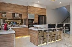 Home.co.id   Tips: Menyatukan Dua Fungsi Ruang Divider, Dining Room, Tips, Furniture, Home Decor, Interior Design, Dining Room Sets, Home Interior Design, Dining Rooms
