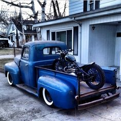 Heaven for motorcycles enthusiasts // Motorcycle Camping, Chopper Motorcycle, Motorcycle Outfit, Camping Gear, Truck Camping, Motorcycle Garage, Old Trucks, Chevy Trucks, Pickup Trucks