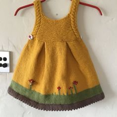 Honey Pie Knitting pattern by Frogginette Knitting Patterns – Babykleidung Baby Cardigan, Knit Baby Dress, Baby Pullover, Baby Scarf, Baby Outfits, Kids Outfits, Patterned Work Dresses, Dresses For Work, Christmas Knitting Patterns
