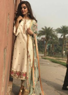 Pakistani Formal Dresses, Pakistani Dress Design, Pakistani Outfits, Pakistani Clothing, Indian Lehenga, Red Lehenga, Bridal Lehenga, Maya Ali, Dress Indian Style