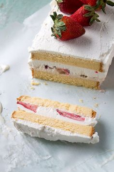 THIS IS WHAT I NEED TO MAKE GLUTEN FREE FOR MY BIRTHDAY!!!! Southern Strawberries & Cream Ice BoxCake ! Layers of pound cake, strawberries, and ice cream make this a decadent and creamy frozen treat |     #recipebook #paleo #diet
