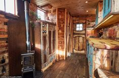 Horse Box Truck Turned into Beautiful House Truck Named Helga – Tiny House Lover Tiny House Cabin, Tiny House Living, Tiny House Design, Tiny Houses, Horse Box Conversion, Camper Van Conversion Diy, Luxury Mobile Homes, Truck House, Bus Living
