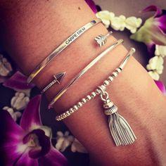 Composition de bracelets pompon et joncs en argent - L'Atelier d'Amaya