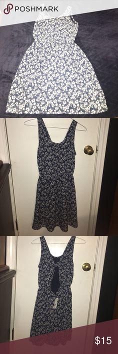 H&M blue and white flower dress. Size 8 H&M summer dress. Blue and white colors. Floral. Open back. Brand new. H&M Dresses Mini