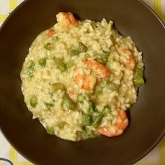 This fantastic home made asparagus and prawns risotto is my new favourite thing. My mum did this one and I just learned a new recipe   #risotto #prawns #asparagus #parmesan #creamy #foodie #foodgram #instadrink #rice #homemade