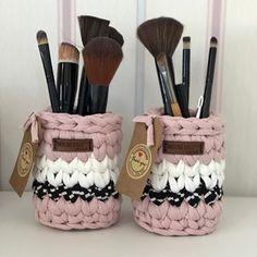 Como Fazer Cesto de Fio de Malha: 31 Estilos com Passo a Passo Crochet Organizer, Crochet Storage, Crochet Box, Crochet Basket Pattern, Crochet Gifts, Crochet Yarn, Crochet Decoration, Crochet Home Decor, Knitting Patterns