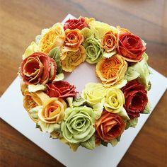 Thailand sudent's work... wreath style buttercream flowercake.  #cherryblossom #buttercream #butter #buttercreamflowers #flowers #flower #cake #cakes #kiss #kissthecake #kissthecook #koreanstyle #koreanbuttercream #spring #wreath #korea #englishrose #케이크 #케익 #플라워케이크 #플라워 #플라워케익 #버터크림 #키스더케익 #키스 #키스더케이크 #버터크림플라워케이크 #여름 #잉글리쉬로즈