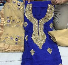 Blue suit with net dupatta with blue flowers. Punjabi Girls, Punjabi Suits, Pakistani Dresses, Indian Dresses, Indian Clothes, Indian Suits, Indian Wear, Kurta Pajama Punjabi, Boutique Suits