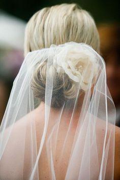 Low nape bun with veil - Wedding inspirations