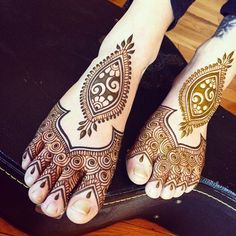 Bridal mehndi design inspiration for Indian brides | Bridal mehendi on feet | Minimal mehndi designs | Bridal henna on feet | Henna designs for feet | Henna tattoos | Henna inspiration | Credits: Maple Mehndi | Every Indian bride's Fav. Wedding E-magazine to read. Here for any marriage advice you need | www.wittyvows.com shares things no one tells brides, covers real weddings, ideas, inspirations, design trends and the right vendors, candid photographers etc.