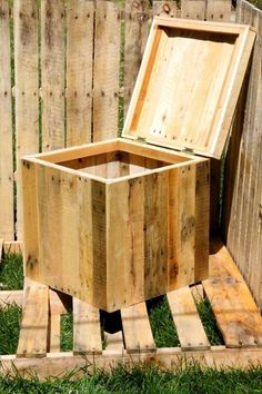 Recycled Pallets Ideas repurposed pallet wood storage bin - see the unbeatable functional and visually arresting possibilities of DIY pallet ideas and furniture projects here to make your vision come to life! Pallet Crates, Pallet Storage, Wood Storage Box, Wooden Pallets, Pallet Wood, Diy Storage, Storage Bins, Pool Storage, Outdoor Storage