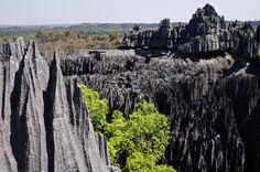 Tsingy de Bemaraha, Madagascar - Tsingy de Bemaraha, Madagascar Listada como parte da lista de Patrimônios da Unesco, este é um parque único por sua fauna, flora e formações geológicas