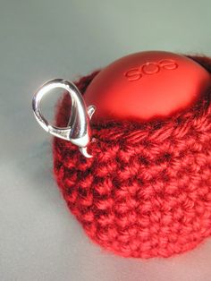 Laws of Gravity: EOS Egg Lip Balm Holder Pattern Diy Crochet Hook, Crochet Cozy, Crochet Gifts, Hand Crochet, Crochet Bags, Irish Crochet, Eos Chapstick, Chapstick Holder, Eos Lip Balm