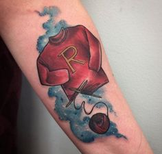 Harry Potter tattoos both big and small are perfect for every kind of Potterhead. Check out our favorite Harry Potter tattoos above! Harry Potter Ron Weasley, Harry Potter Fan Art, Hermione Granger, Flower Tattoo Back, Back Tattoo, Tiny Harry Potter Tattoos, Weasley Sweater, Enough Tattoo, Tattoo Samples