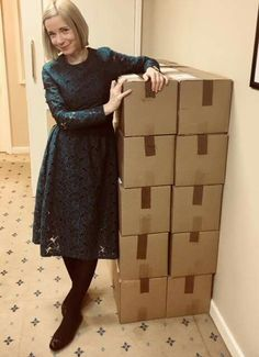 Lovely Lucy Worsley takes delivery of her supply of Biscuits for the week. Dr Lucy Worsley, I Love Lucy, British Style, How To Look Better, Tudor, Archaeology, Lady, Biscuits, Curvy