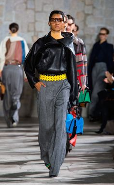 Loewe - #PFW Fall/Winter 2015/2016 www.so-sophisticated.com