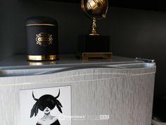 """Assista o sétimo episódio da série """"PROJETO CRIATIVO""""! A Imprimax forneceu espaço e materiais para que arquitetos e designers de interiores esbanjassem toda a sua criatividade, mostrando as possibilidades da utilização de vinis autoadesivos na decoração de ambientes. Confira agora o resultado incrível e conceitual que a design de interiores STELLA LINGUANOTTI criou. Designers, Vinyls, Architects, Creative, Creativity"""