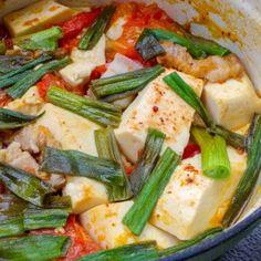 Tofu and pork belly in tomato sauce (đậu hũ sốt cà chua) – Bun Bo Bae Tofu Recipes, Asian Recipes, Whole Food Recipes, Pork Spare Ribs, Meat Substitutes, Braised Pork, Gluten Free Rice, Bun Recipe, Recipe Instructions
