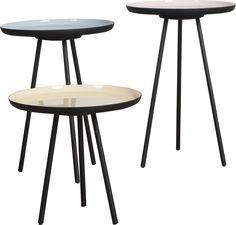 Enamel Sidebord - Enamel sidebordet er inspireret af halvtredserne og passer med sit klassiske design perfekt ind i de fleste hjem. De kommer i sæt af tre, med forskellige fine farver. Farvekombinationerne er nøje udvalgt og er også inspireret af den æra i møbel historien. Bordene er i tre forskellige højder og giver derfor et fot dekorativt look.