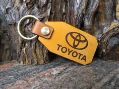 TOYOTA Key chain Motorcycle Genuine leather key ring 552 Thick Leather, Natural Leather, Leather Keyring, Motorcycle Leather, Split Ring, Cowhide Leather, Key Rings, Key Chain, Solid Brass