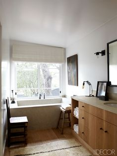 5 long bathroom ideas | Ranch of Ellen Degeneres in Santa Monica ©William Abramowicz