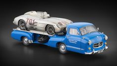 "CMC Mercedes-Benz Renntransporter ""Das blaue Wunder"" + 300 SLR #701 Dirty Hero ® Bundle"