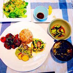 盛り合わせは、栄養学入門という本のレシピから、プルーンと鶏のイタリアン煮込み、ニラオムレツ、エリンギとシソの天ぷらを作りました! - 56件のもぐもぐ - 本日のランチ!4種盛りプレイト、ワカメ、エノキ、椎茸、ミョウガのお味噌汁、キュウリの中華和え、グリーンサラダ! by tinatomo
