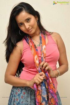 Heroine Ishika Singh Photo Gallery - Image 10