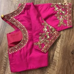All Ethnic Customization with Hand Embroidery & beautiful Zardosi Art by Expert & Experienced Artist That reflect in Blouse , Lehenga & Sarees Designer creativity that will sunshine You & your Party Worldwide Delivery. Hand Work Blouse Design, Simple Blouse Designs, Stylish Blouse Design, Pink Blouse Design, Pattu Saree Blouse Designs, Blouse Designs Silk, Bridal Blouse Designs, Blouse Patterns, Blouse Designs Catalogue
