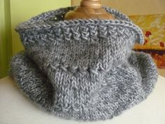Ravelry: Textured cowl pattern by Organdi Bidouille (free pattern in French & English)