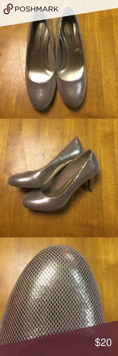 Gorgeous gold prom shoes! These shoes are amazing! I wore them once for prom pictures but took them off for the rest of the night! The soles are a little worn from walking but other than that they are in great condition! Accepting offers! Smoke free home  Perfect for prom Payless Shoes Heels