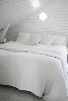 source:Julias Vita Drommar  ~ beautiful white bedroom