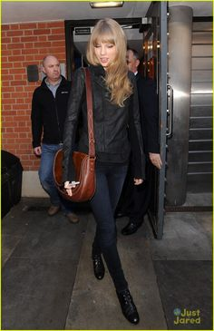 Taylor Swift: ACM Nominee!