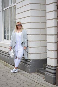 white destroy jeans in plus size