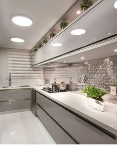 These kitchen designs fit every home. In this page we have collected pictures of inexpensive kitchen models. You can design your own kitchen like in the picture Luxury Kitchen Design, Kitchen Room Design, Kitchen Cabinet Design, Home Decor Kitchen, Interior Design Kitchen, Home Kitchens, Esstisch Design, Modern Kitchen Cabinets, Glass Kitchen