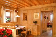 Love the divider Chalet Design, House Design, Chalet Interior, Spa Hotel, Build A Closet, Kitchen Benches, Mountain Living, Living Styles, Country Style