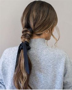 Trendy Wedding Hairstyles of Bridal From Real Weddings 2019 - Page 37 of 78 - Soflyme Work Hairstyles, Scarf Hairstyles, Pretty Hairstyles, Wedding Hairstyles, Hairstyle Ideas, Long Hair Wedding Styles, Trendy Wedding, 80s Hair, Hair Dos