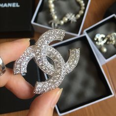 Chanel woman jewelry full stones brooch