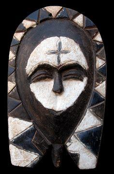 """Maschera facciale """"ekuk"""" - Kwele: Regione dei fiumi Dja e Ivindo - Gabon/Repubblica Popolare del Congo"""