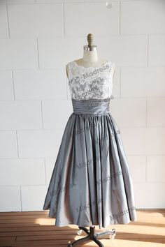 Vintage Inspired V Back Lace Ivory/Blue/Grey Taffeta Wedding Dress/Bridesmaid Dress/Prom Dress/Knee/Tea Length Short Dress on Etsy. Junior Bride Dresses, Tea Length Wedding Dress, Wedding Bridesmaid Dresses, Wedding Attire, Cute Dresses, Short Dresses, Prom Dresses, Dress Prom, Look Retro